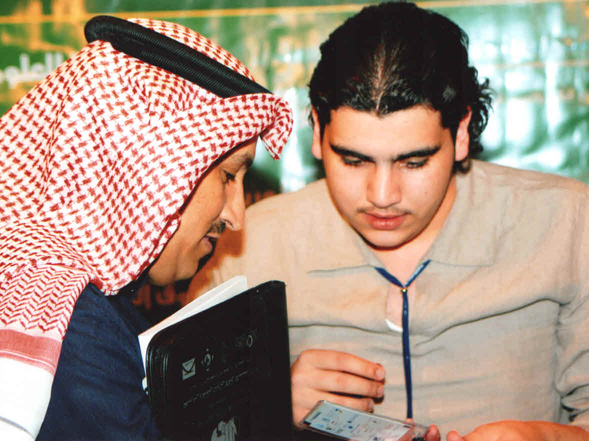 صاحب السمو الملكي/الأمير سطام بن عبد العزيز يخص نادي خبراء المال بزيارة وصور تذكارية نادي خبراء المال
